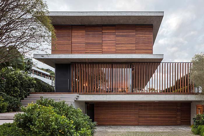 A divisão entre os pavimentos é a mesma utilizada na parte superior onde fica o telhado