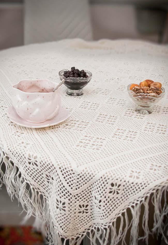 Toalha de mesa de crochê simples com franjinhas soltas