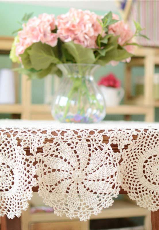 Saia mínima com padrões circulares para a sua toalha de mesa de crochê