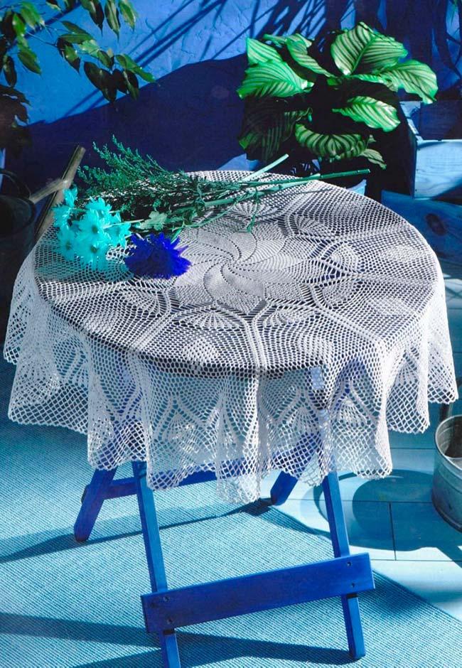 Aposte em uma decoração ou ornamentação central da sua toalha de mesa