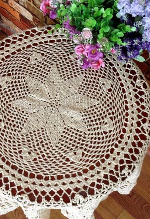Toalha de mesa de crochê redonda com flor simples