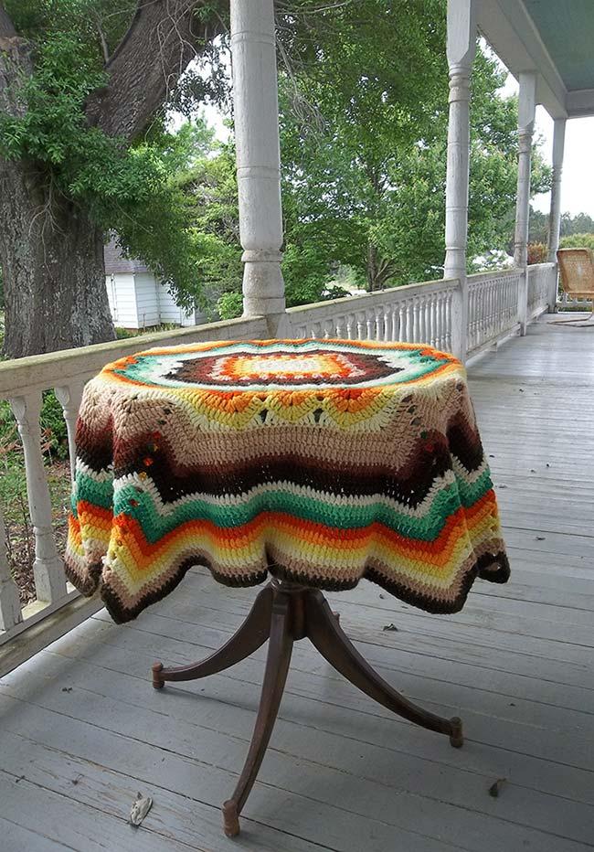 Outra ideia de toalha de mesa de crochê listrada