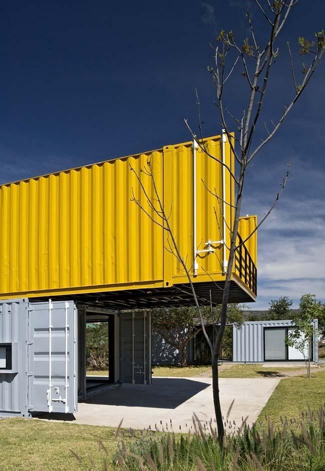 Para trazer mais personalidade para a fachada da sua casa container