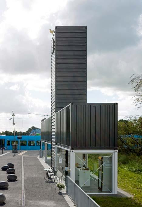 Edifício com torre de container