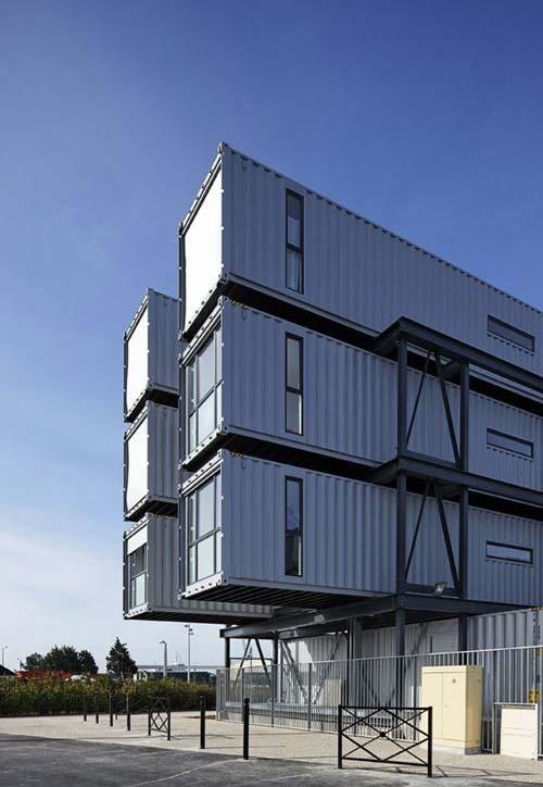 Complexo comercial feito totalmente em containers