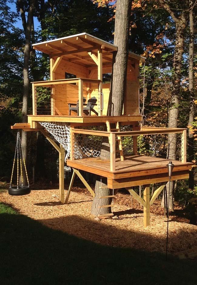 Refúgio na árvore: construção para relaxar e se divertir em meio à natureza
