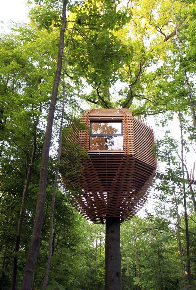 Casa na árvore ninho hexagonal