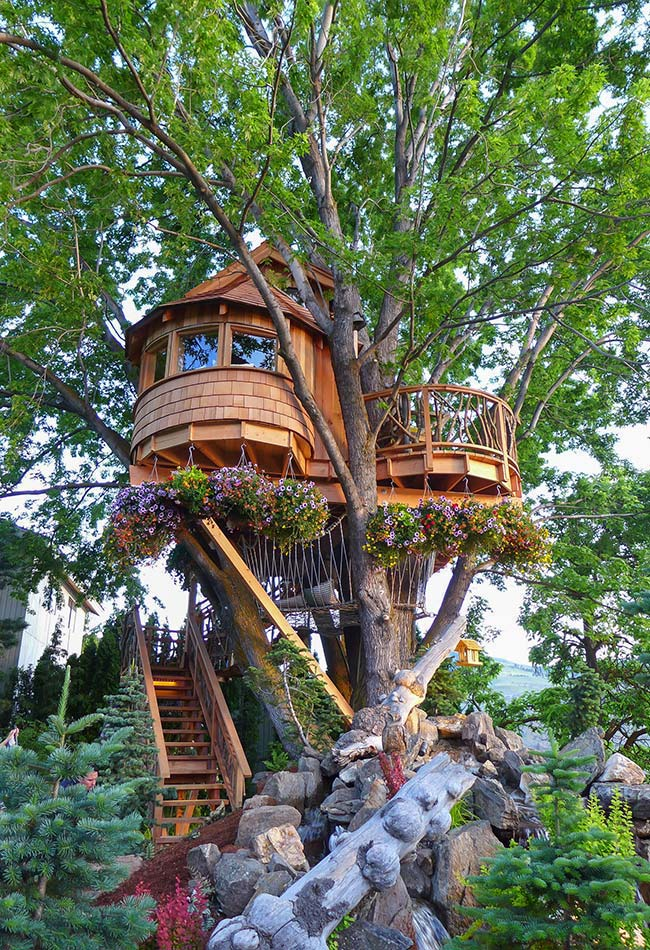 Outra casa da árvore no estilo contos de fada