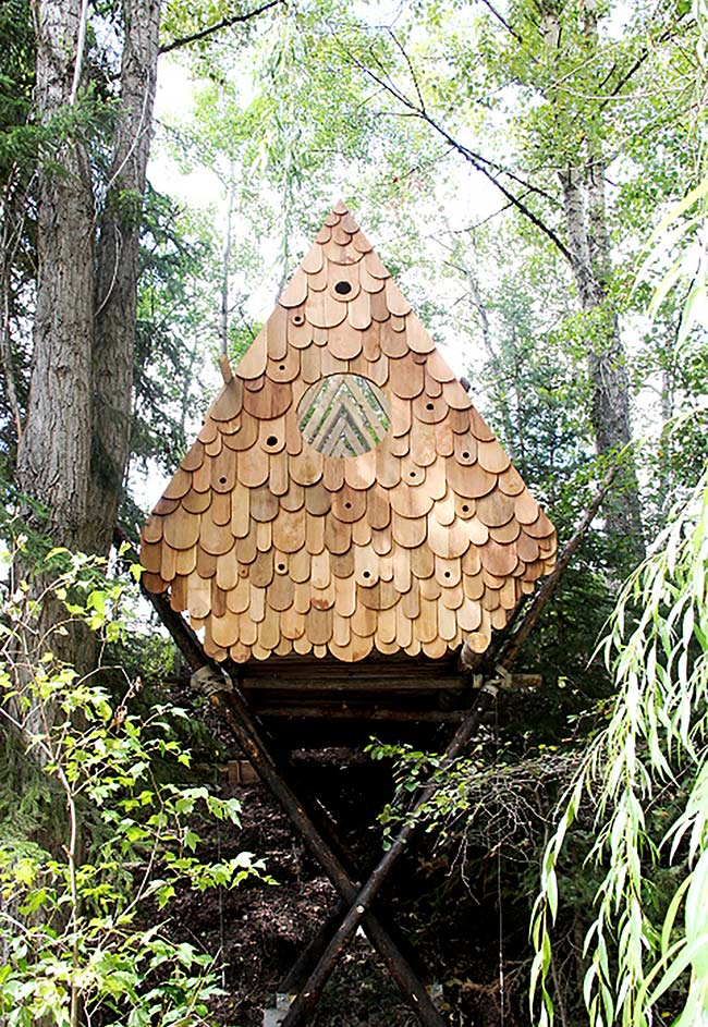 Casa na árvore triangular