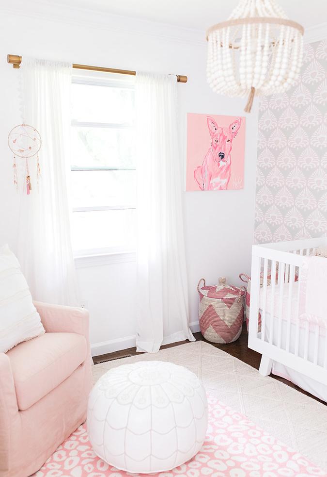 Mais uma ideia de quarto de bebê rosa e branco para te inspirar