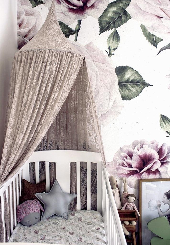 Um rosa tão sutil que nem parece rosa: neste quarto todo fofo e baseado na natureza, as cores ganham tons mais acinzentados