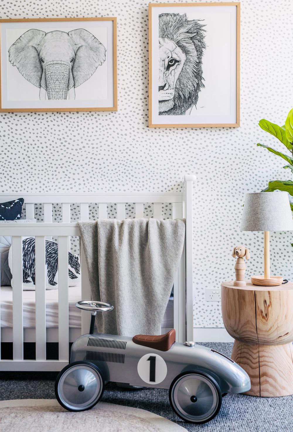 As decorações em branco e cinza estão conquistando todo mundo, e ganham mais vida com alguns toques pontuais de cores