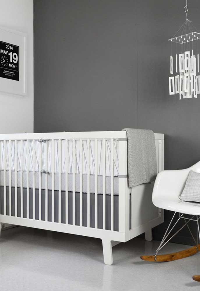 Utilize também vários tons de cinza da paleta de cores na decoração do quarto unissex, como este aqui