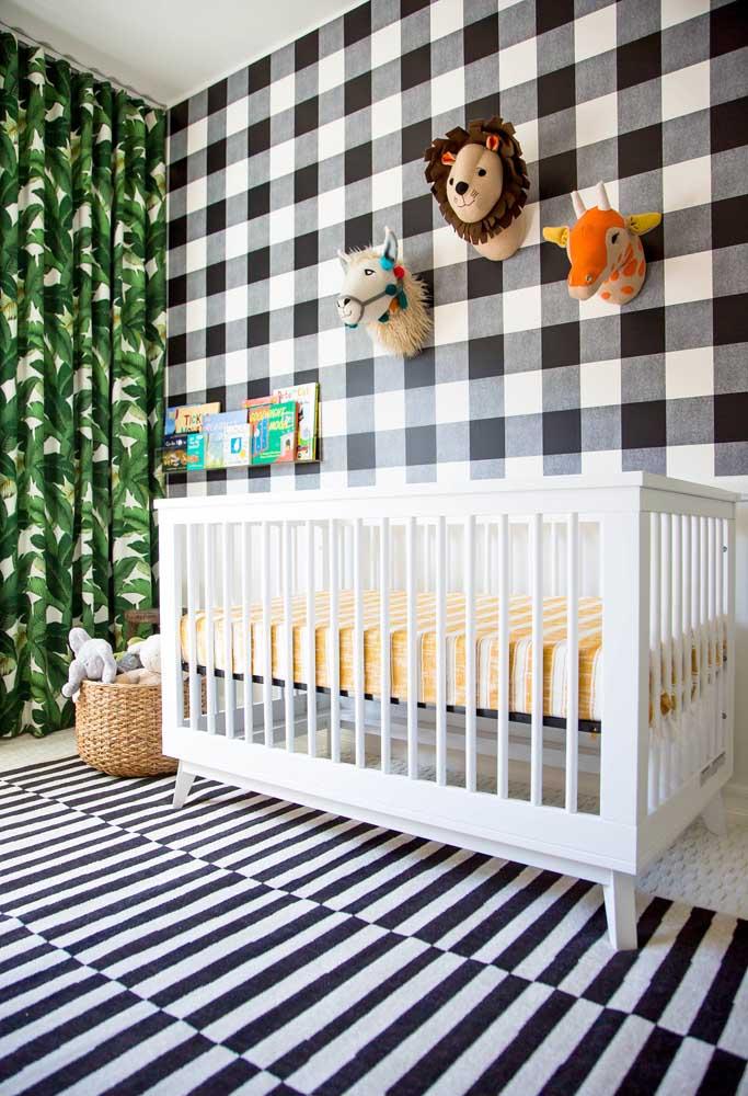 Xadrez no quarto infantil sim! Uma inspiração para quem quer trazer muitas estampas e diversão para um quarto de bebê preto