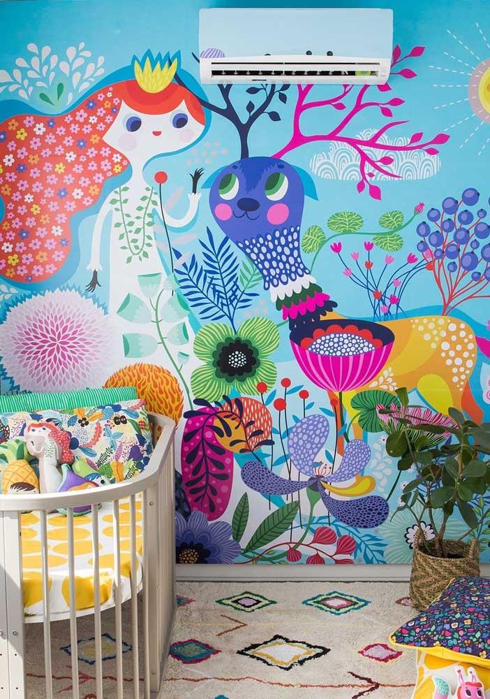 Um quarto de bebê cheio de cores e personagens: no fundo azul turquesa, um ambiente super alegre e divertido para as crianças