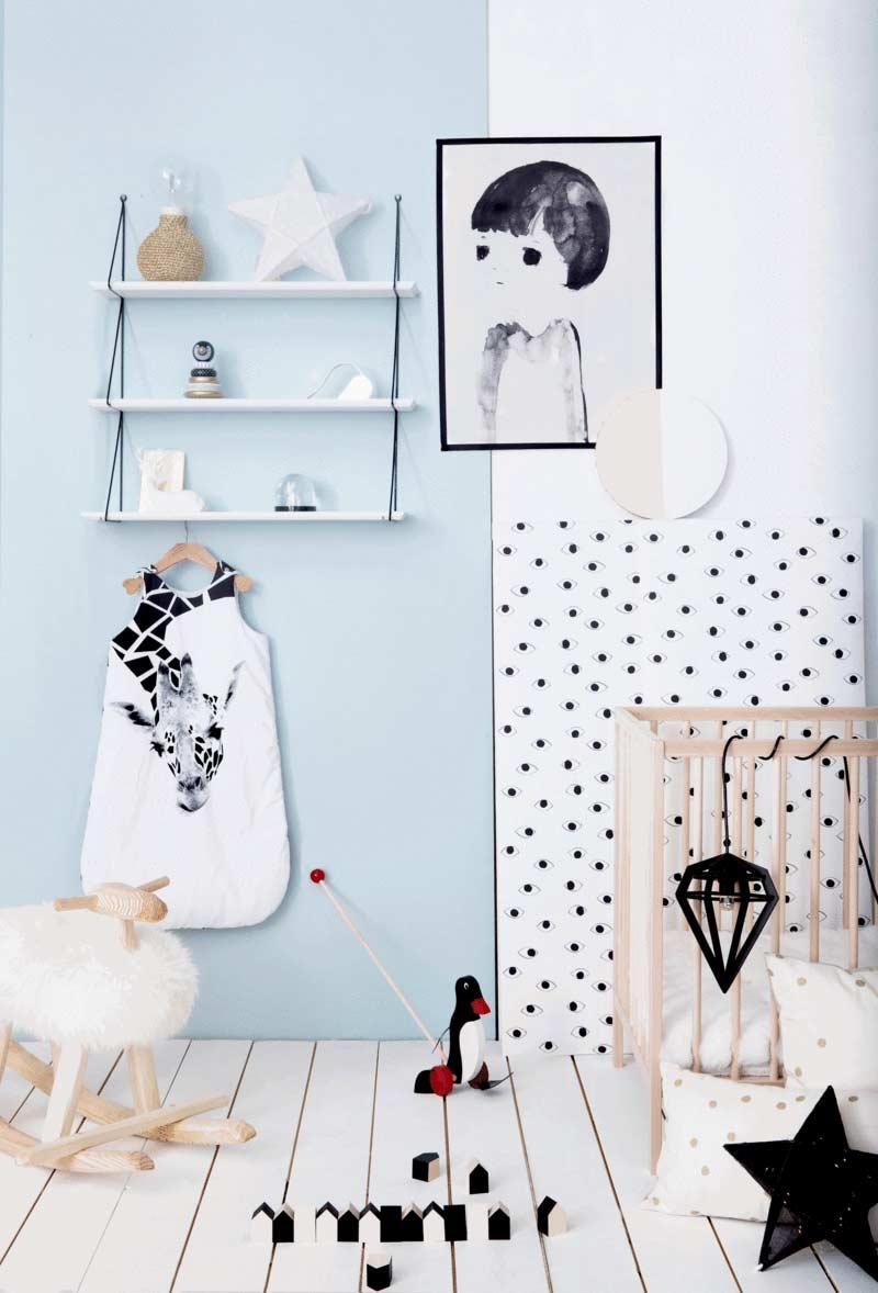Numa decoração mais contemporânea, este quarto mistura o azul claro com o branco, bege e alguns toques de preto