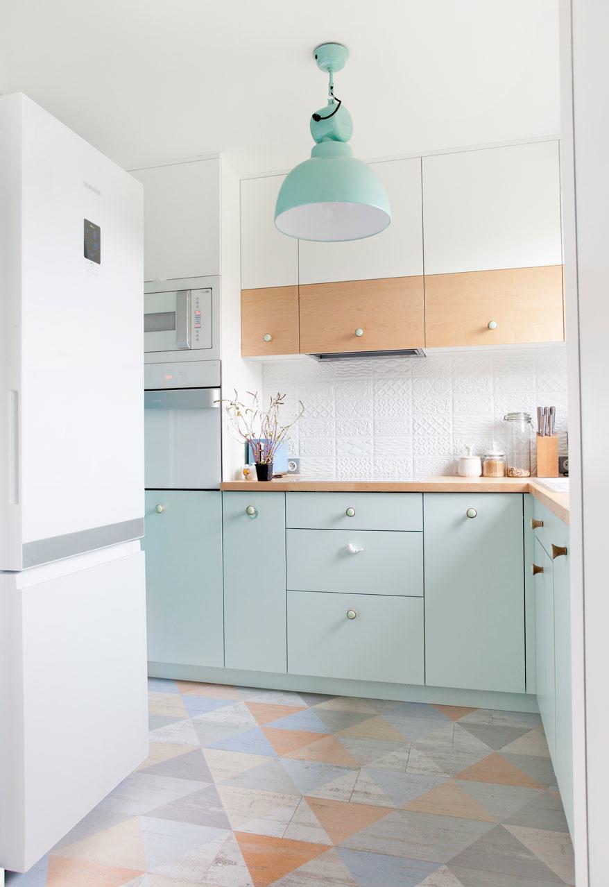Cozinhas coloridas e simples