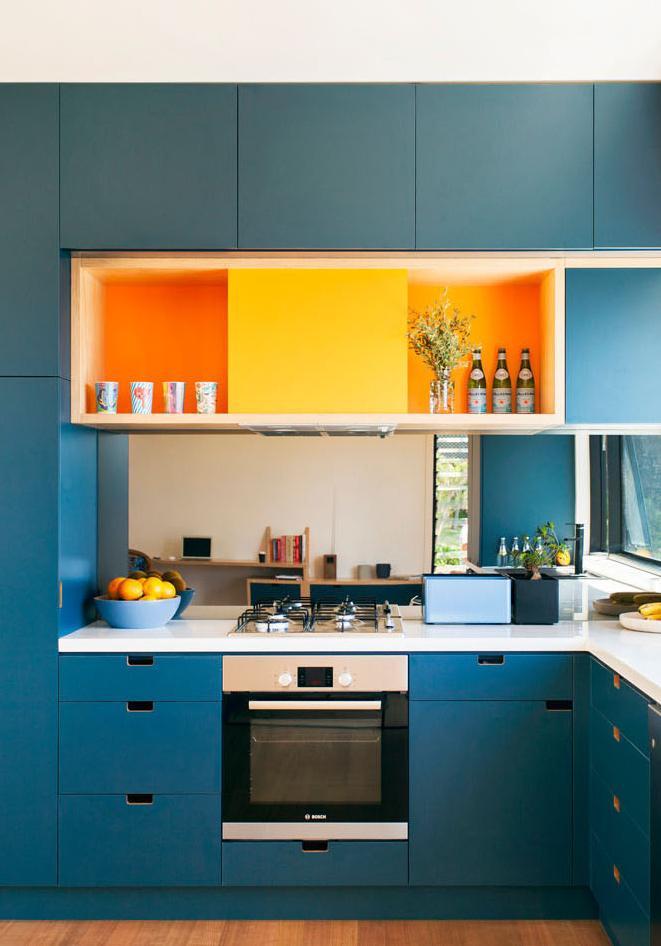 Para a sua cozinha planejada: saia do básico e use tons coloridos para dar mais personalidade ao ambiente