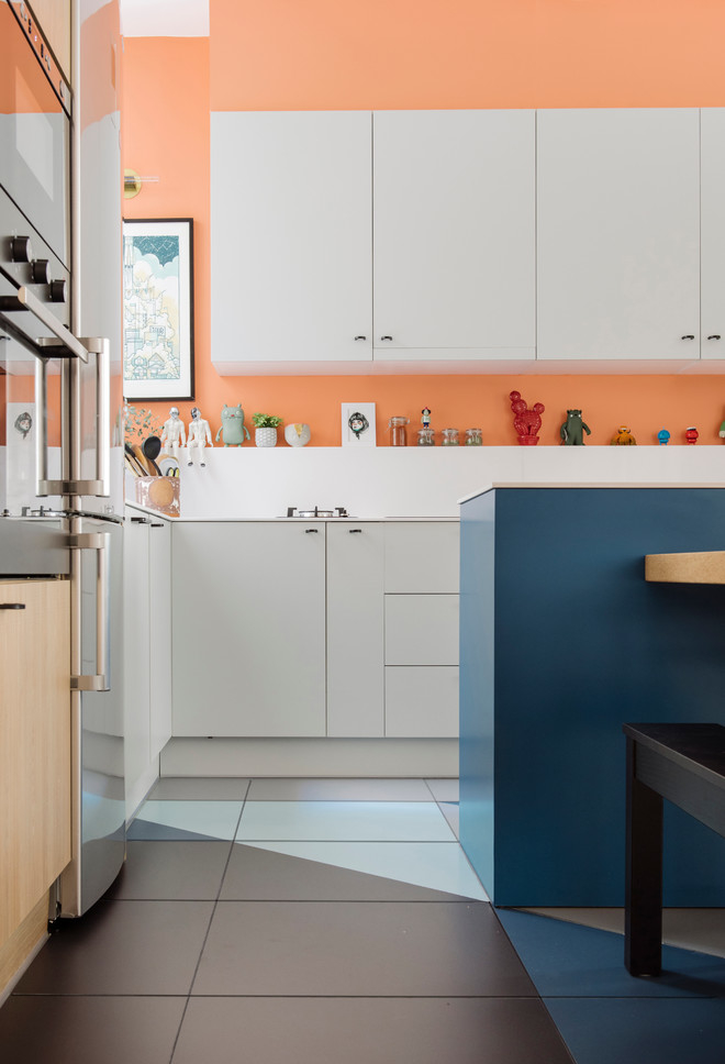 Cozinhas coloridas e pequenas