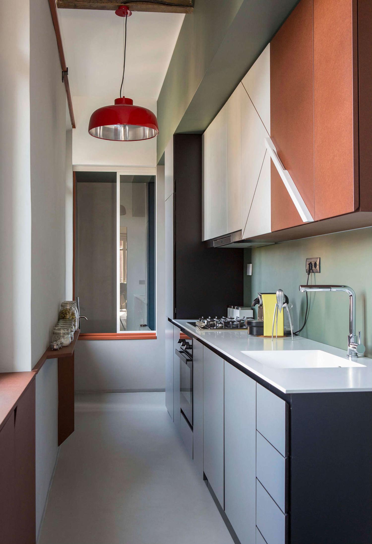 Cozinha colorida pequena