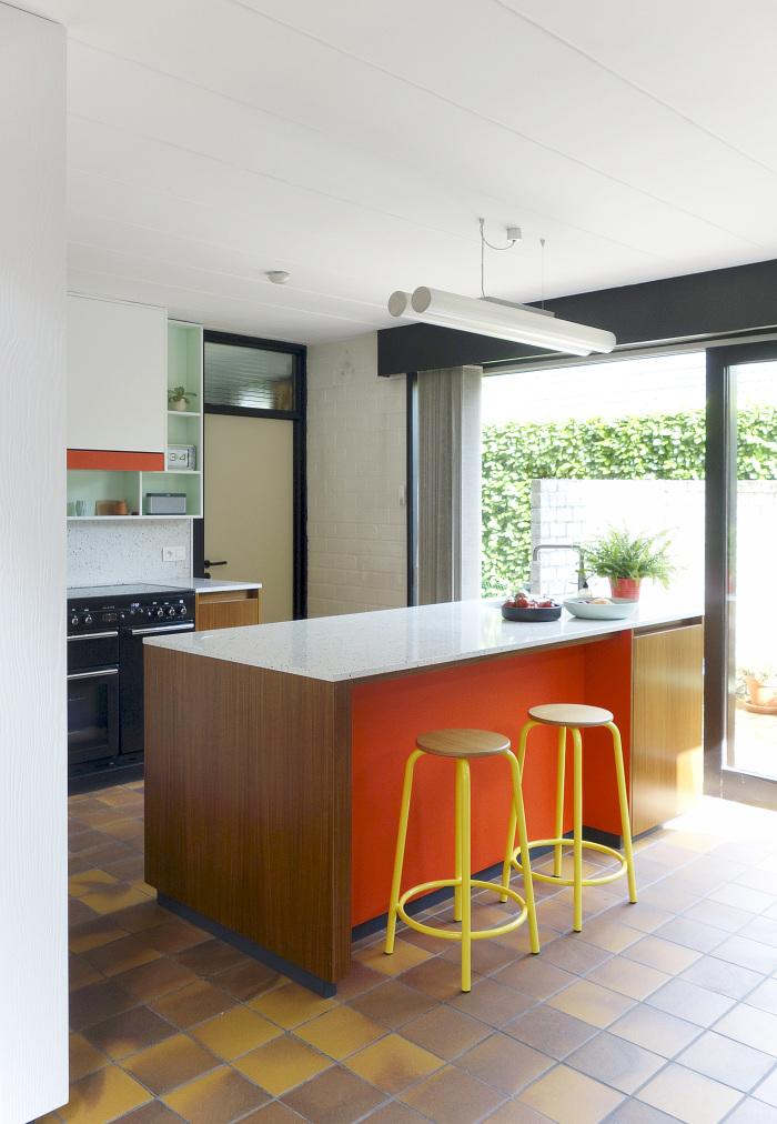 Para as cozinhas mais amplas e com boa passagem de luz, o colorido nunca é demais!