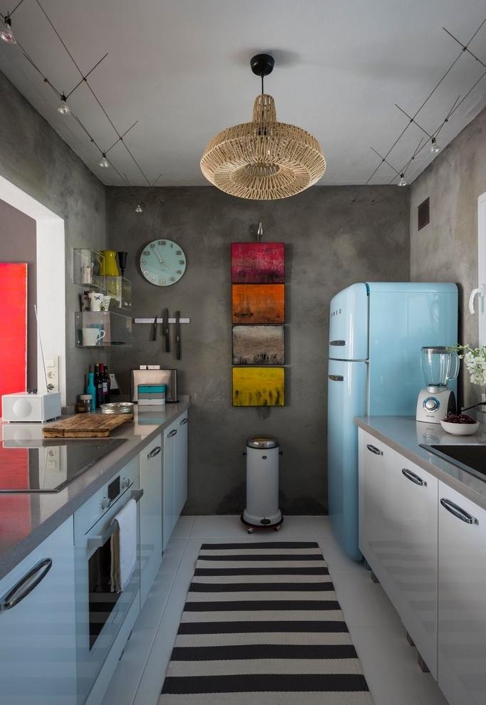 Para não deixar a sua cozinha cinza muito fria e séria, aplique alguns toques de colorido e deixe o ambiente mais divertido