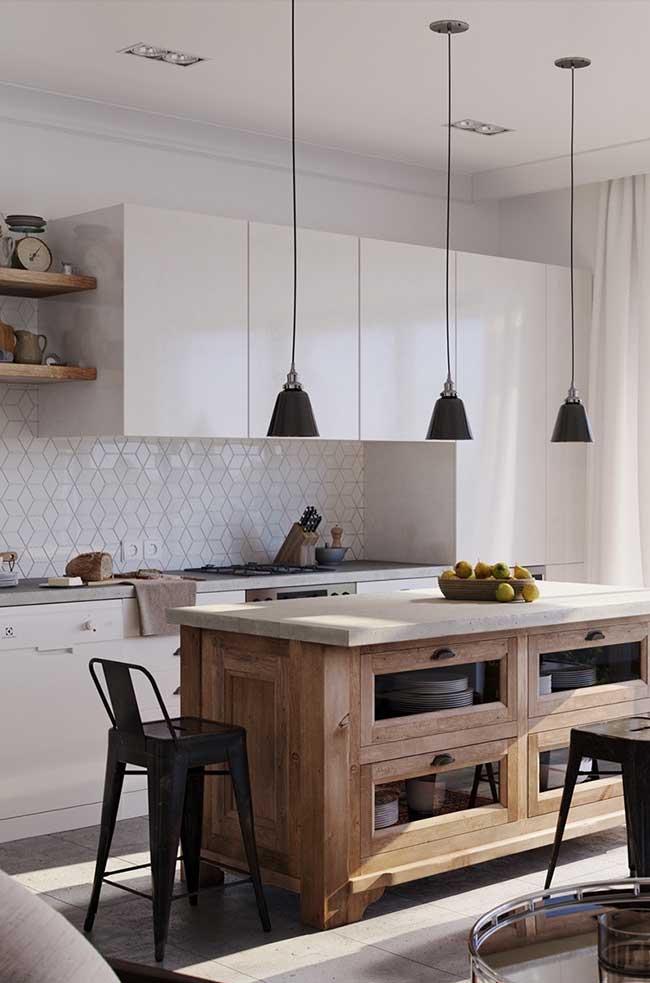 Cozinha com ilha de madeira rústica com bancada apenas de apoio