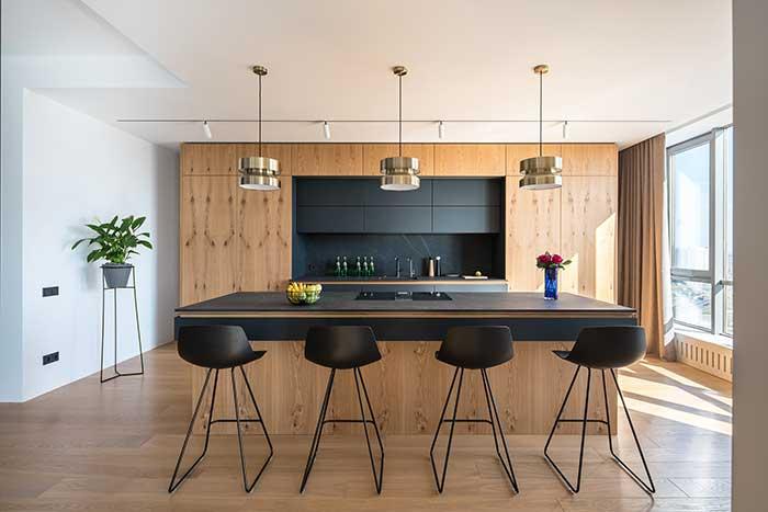 Cozinha com ilha ampla para receber muito bem os convidados