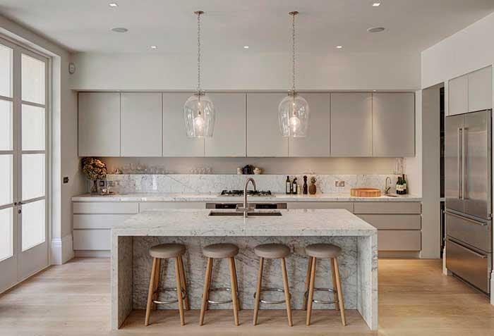Cozinha com ilha de mármore: puro glamour e beleza para a cozinha