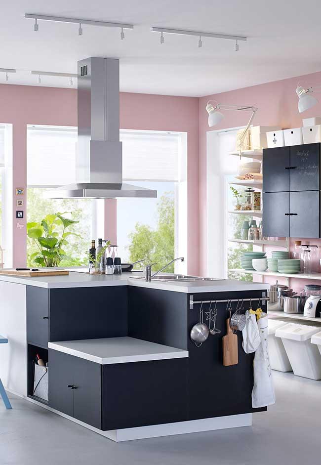 Ilha de cozinha completa com cooktop, pia e coifa