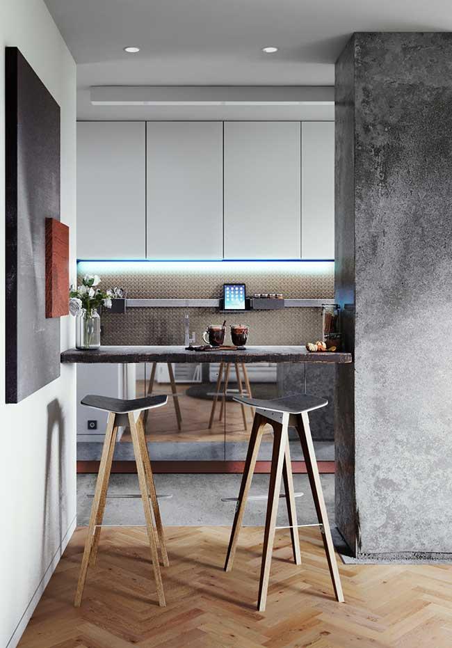 A iluminação auxiliar na bancada também é uma tendência das cozinhas modernas