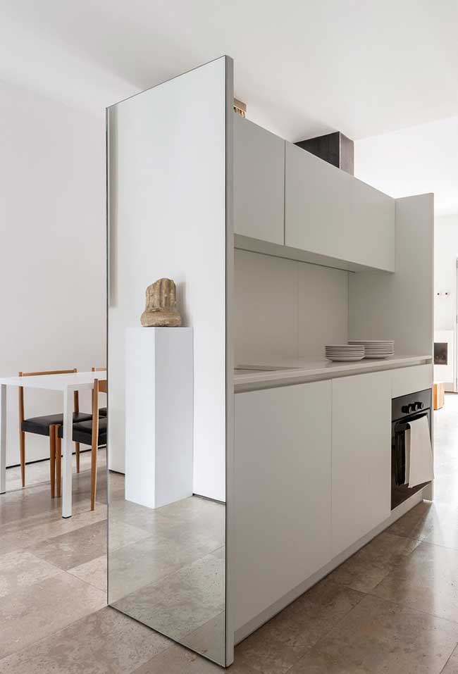 Outro exemplo de cozinha moderna em aço inox: um ambiente sofisticado e prático