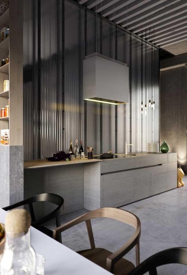 Num ambiente com pé-direito alto, uma ideia de cozinha ampla moderna
