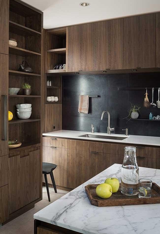 E se você tiver um estilo mais rústico, existem ideias de decoração de cozinhas que juntam este estilo e o moderno em projetos incríveis!