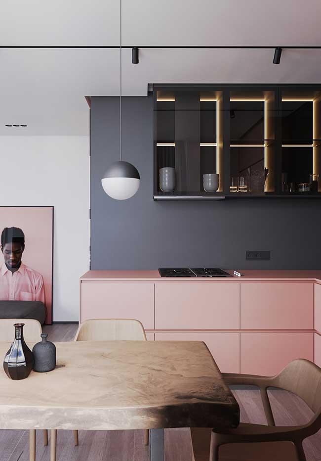 O rosa millennial e preto fosco novamente em uma combinação contemporânea super acertada na cozinha