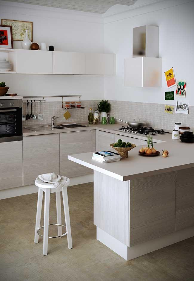 Para ambientes conjugados, vale criar uma divisão entre os espaços com os balcões da cozinha