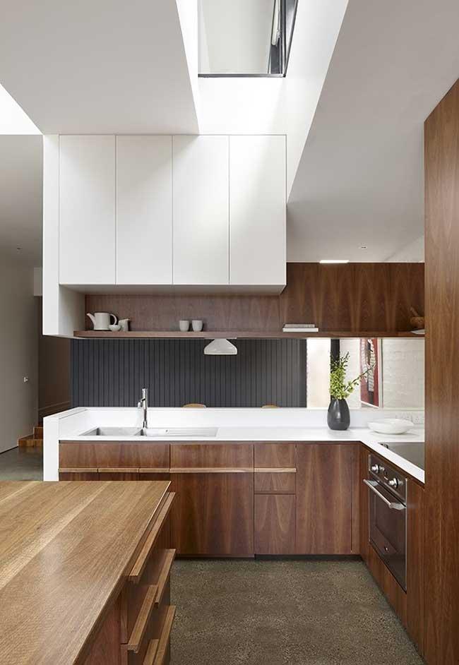 Cozinha moderna num espaço sem divisórias