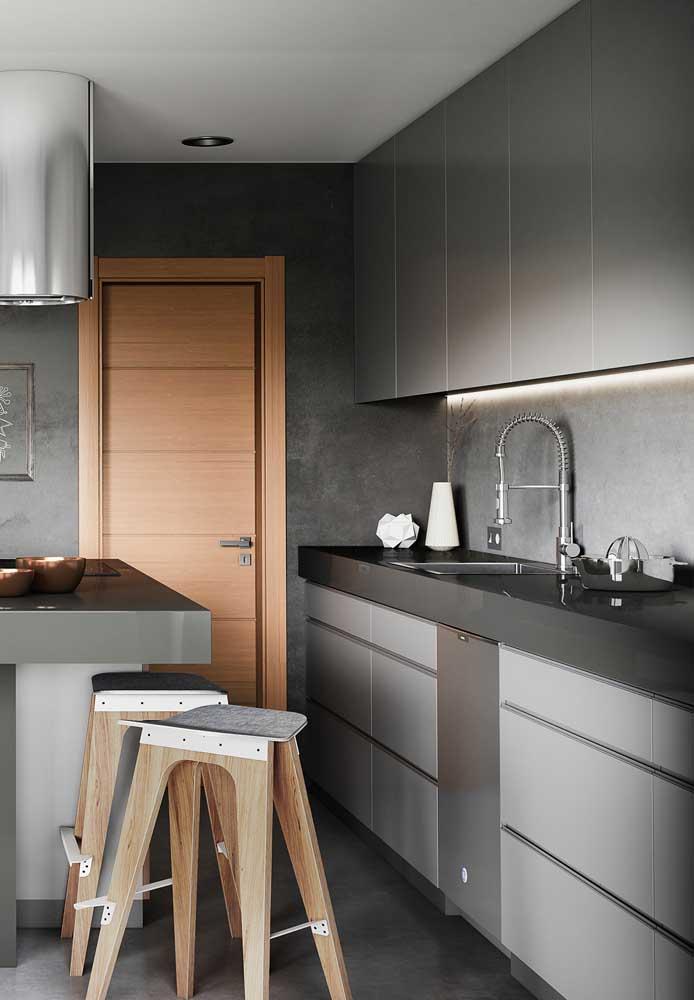 Cozinha pequena em uma composição com tons mais claros
