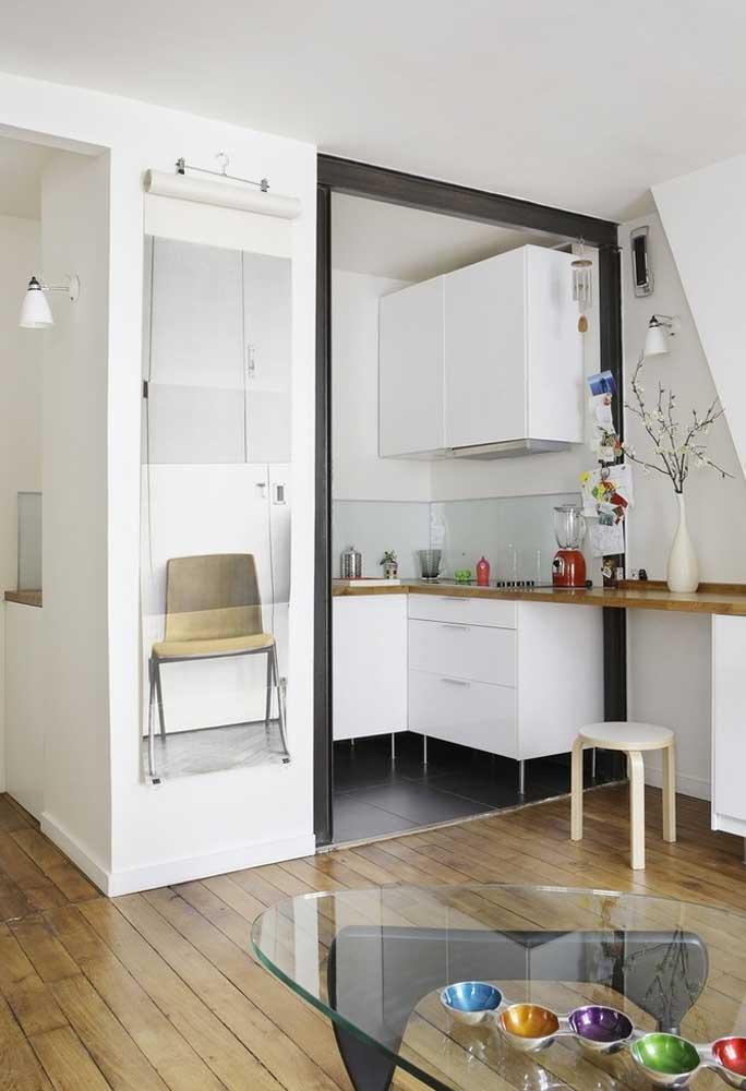 Cozinha pequena mínima em apartamento