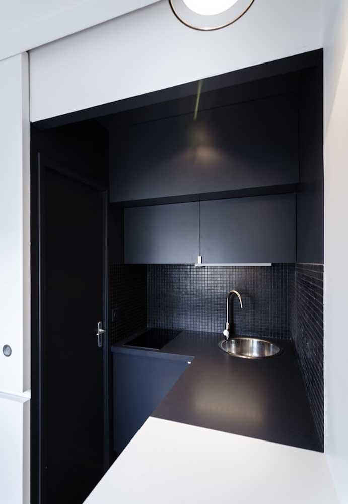 Cozinha pequena decorada em preto