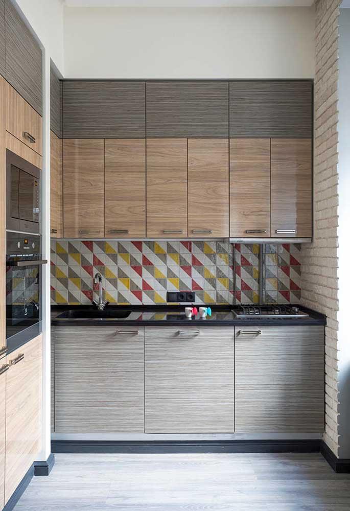 Traga mais personalidade para a sua cozinha pequena na cobertura de paredes