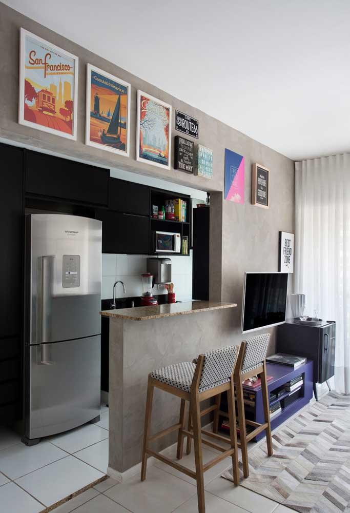 Cozinha pequena com armários pretos