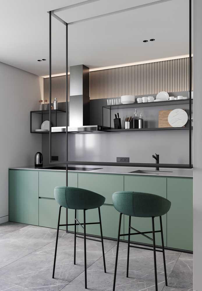 Para ambientes mais frios e sofisticados, a combinação de cinza e verde é simples e funciona muito bem em espaços pequenos