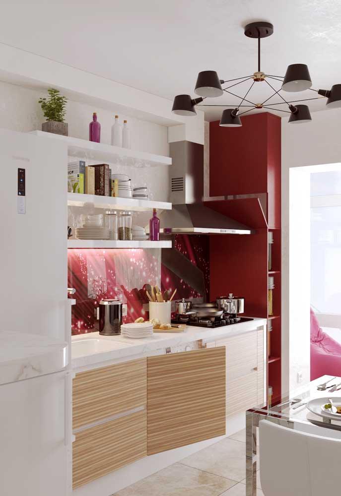 Adicione toques de cor na decoração da sua cozinha pequena!
