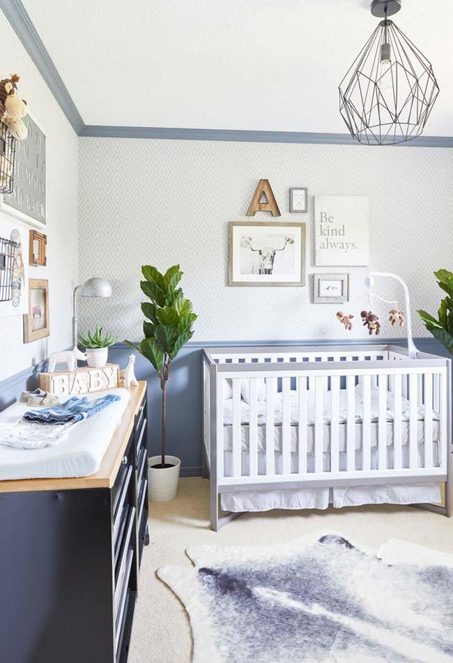 Decoração de quarto de bebê masculino: aposte na clássica combinação de azul e branco