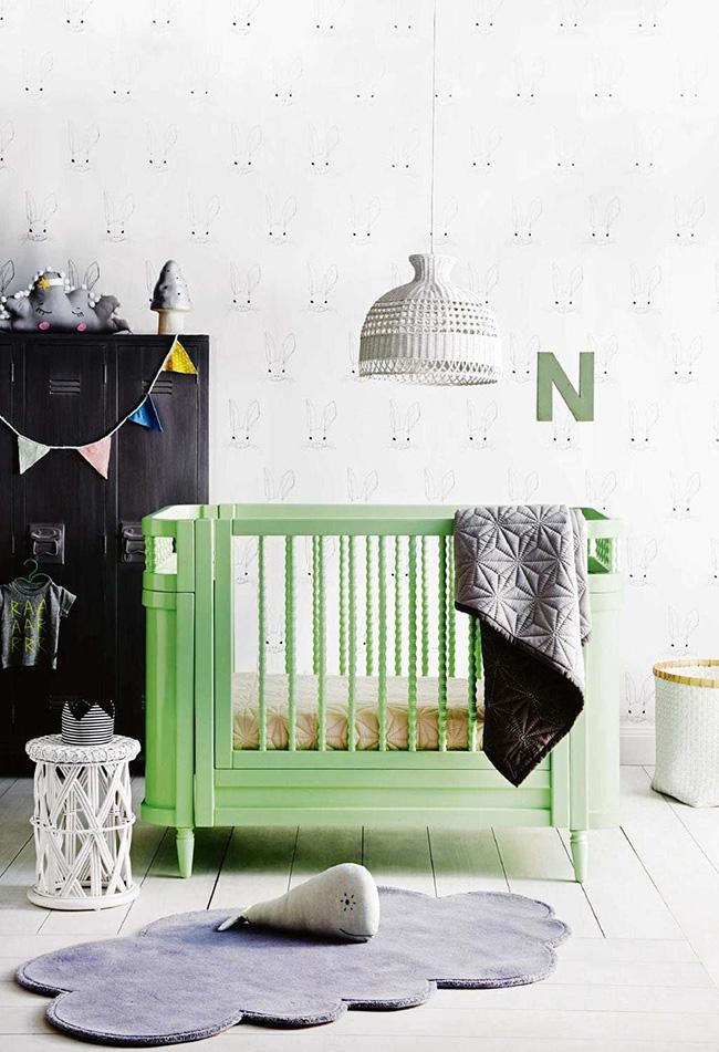 O verde também está com tudo: nesta decoração, o berço ganha mais destaque pela cor da sua estruturad