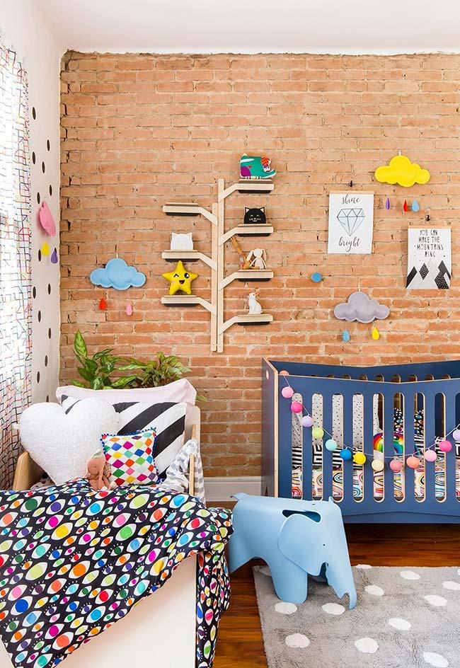 Aposte nas cores para criar uma decoração de quarto de bebê divertida e cheia de detalhes