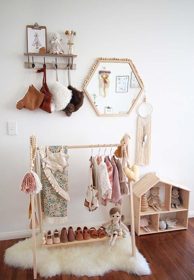 Ganchos, araras e prateleiras: uma nova forma de economizar na decoração do quarto com muito estilo e fofura