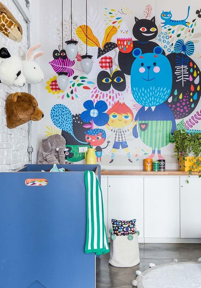 E para quem não dispensa cores vibrantes, uma ideia de decoração de quarto de bebê amplo e divertido