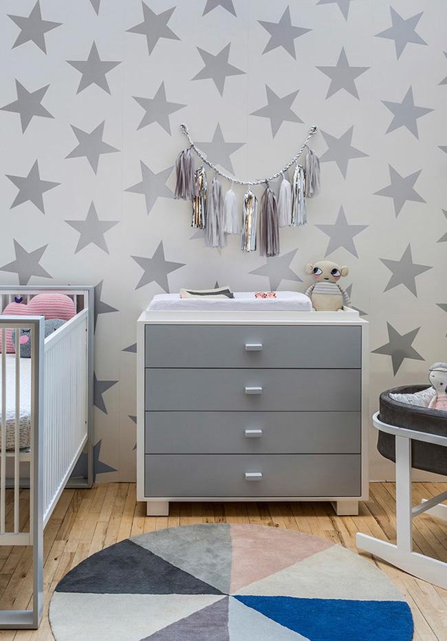 Outra ideia para apostar no cinza como uma cor neutra para o quarto do bebê